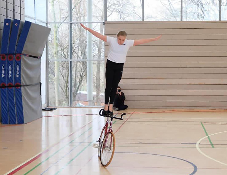 Wettkämpfe im Kunstradfahren finden wieder statt – Lilly Gühring beginnt Neuanfang mit persönlicher Bestleistung
